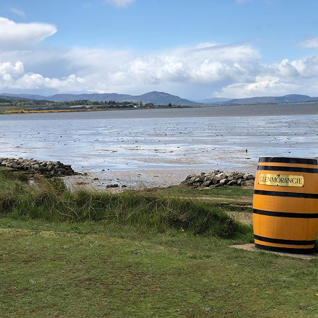 Tain Golf Club. On the banks of the firth and the Glenmorangie Distillery. Great views across to Dornoch. Not too polished but a lovely natural links, just as it should be. And a generous donor to Alzheimer's Society. Thank you #taingolfclub #linksgolf #golf #alzheimerssociety #scotlandgolf