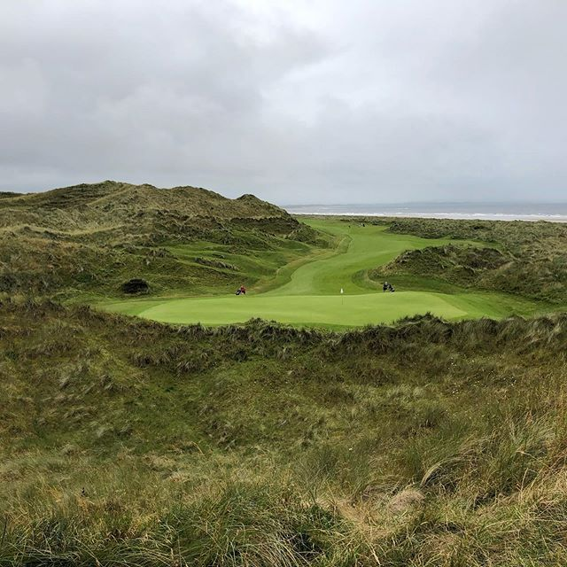 Enniscrone Golf Club. Properly magnificent dunes. Not easy to navigate your way around these monsters with tight pinch points and superb greens. First day if a great summer tour. Thanks for the AS donation too. Blogpost online now www.thelinksgolfer.com #wildatlanticway #golf #golflinks #linksgolf #enniscronegolfclub #alzheimerssociety #glenmuir