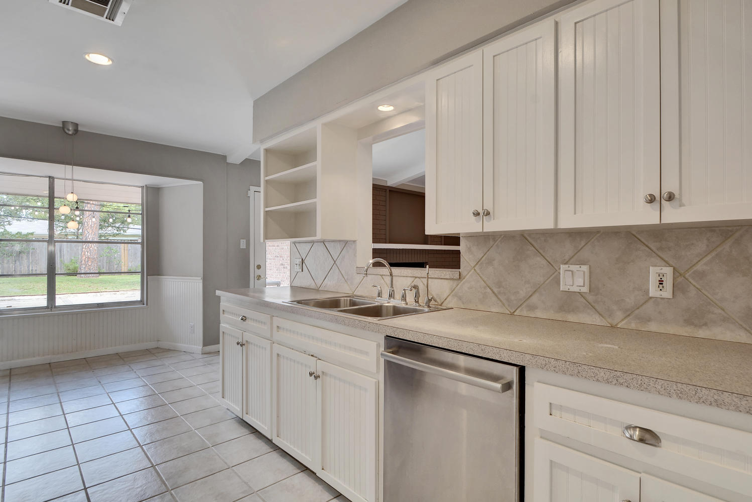 1802 Westmoor Dr-large-009-12-Kitchen and Breakfast 002-1499x1000-72dpi.jpg