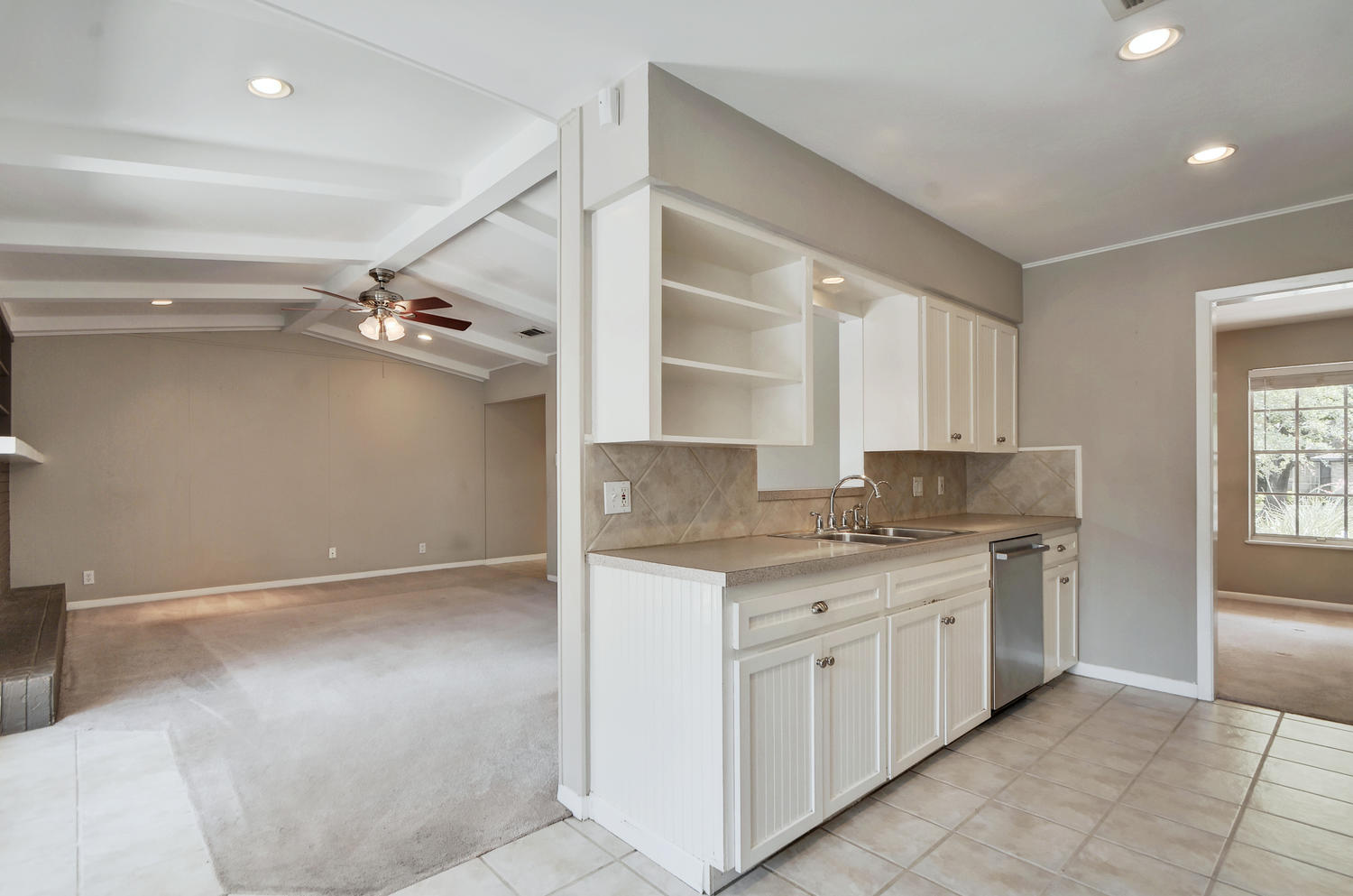 1802 Westmoor Dr-large-021-29-Kitchen and Breakfast 004-1500x994-72dpi.jpg