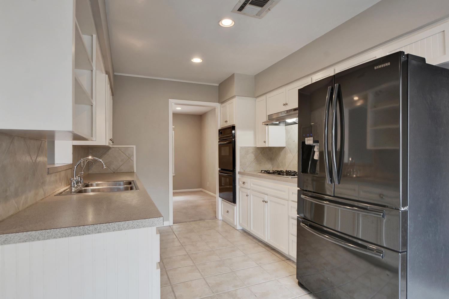 1802 Westmoor Dr-large-022-28-Kitchen and Breakfast 005-1499x1000-72dpi.jpg