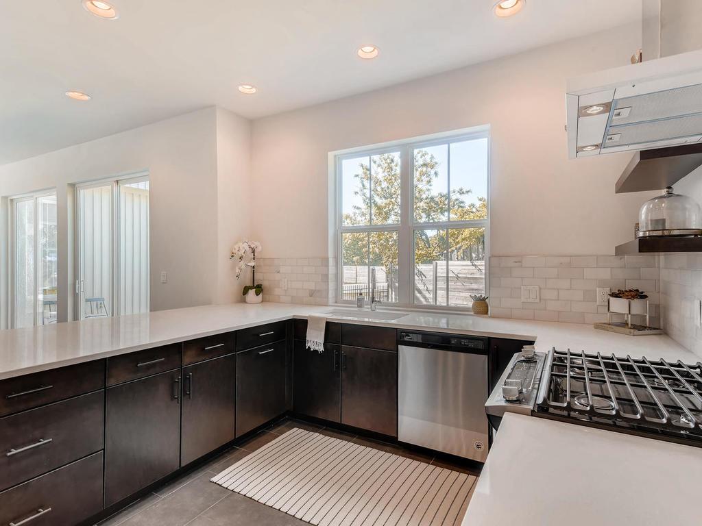 2910 Rogge Ln Austin TX 78723-011-6-Kitchen-MLS_Size.jpg