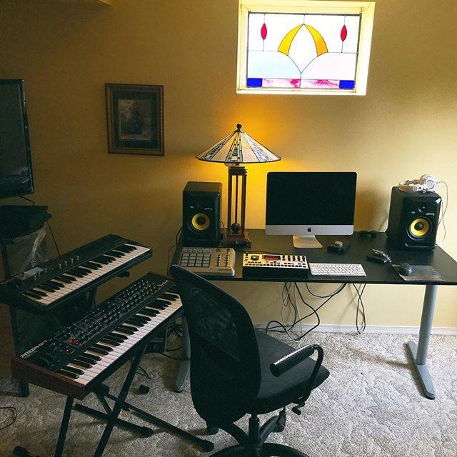 temporary studio situation 🕹📟✨ . . . . . . #studio #homestudio #electronicmusic #synthesizer #synth #synthesis #electronic #music #house #housemusic #techno #dancemusic #setup #audio #recording #diy #recordingstudio #washingtondc #dc #dcmusic