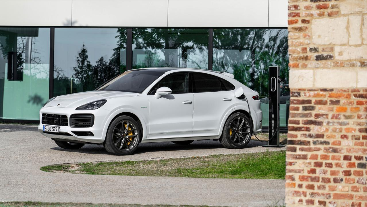 low_cayenne_turbo_s_e_hybrid_coupé_2019_porsche_ag.jpg
