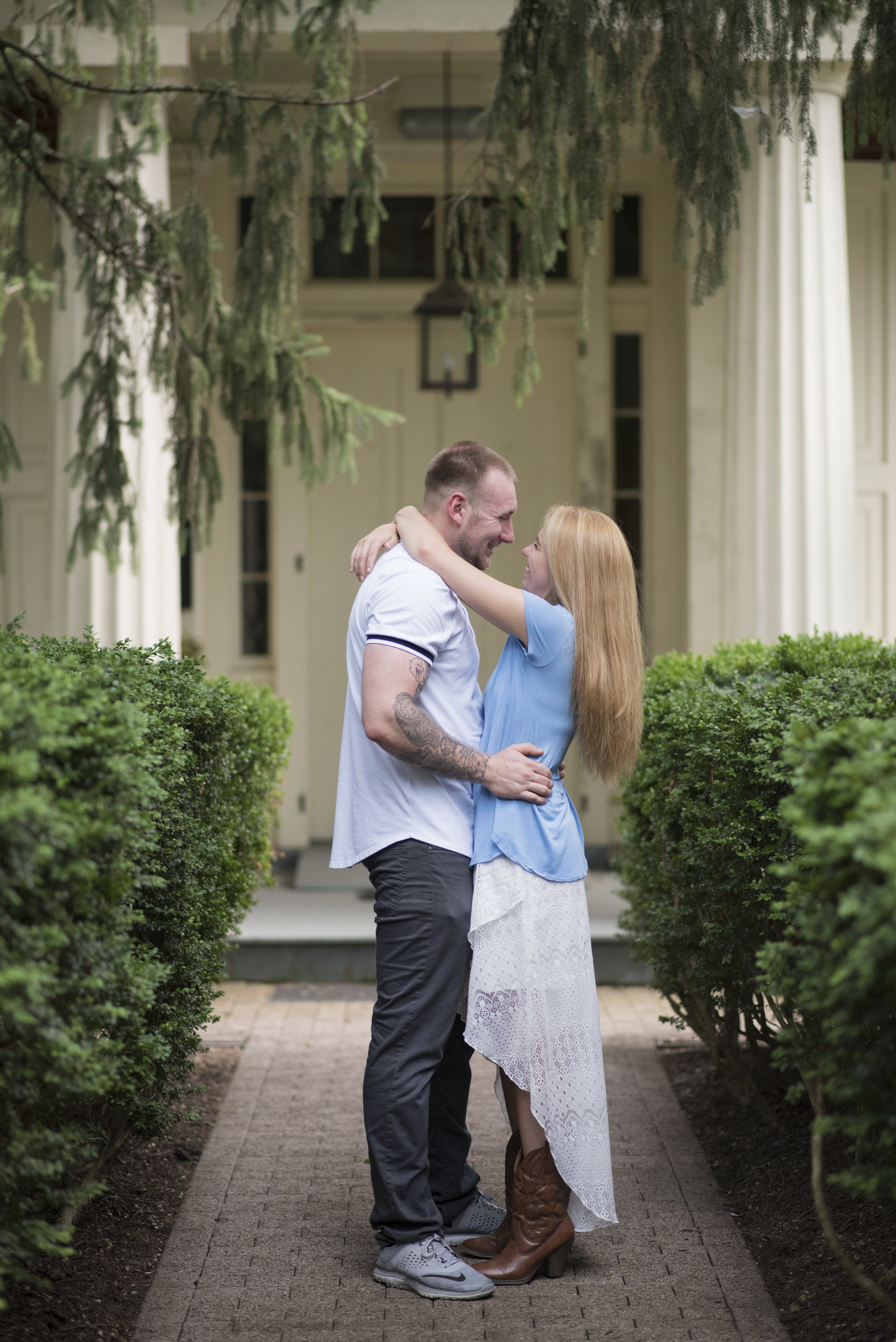 Historic Smithville Mansion Engagement Session