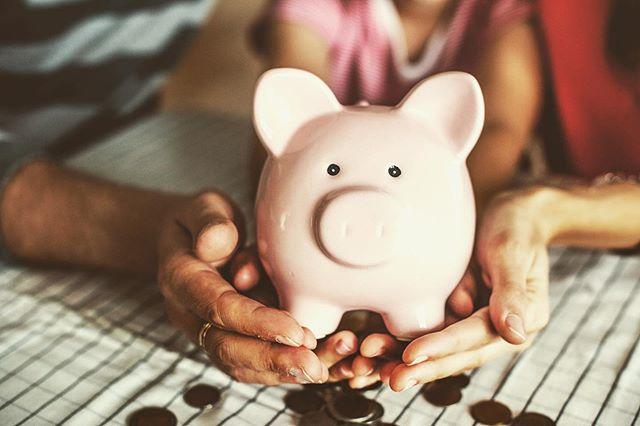 Sparen voor uw kind of kleinkind? Via welk soort rekening doet u dat het best? 💌 Het artikel van deze week licht een tipje van de sluier en helpt u op weg. Link in bio! 👆🏻 #TLH #thelegalhome