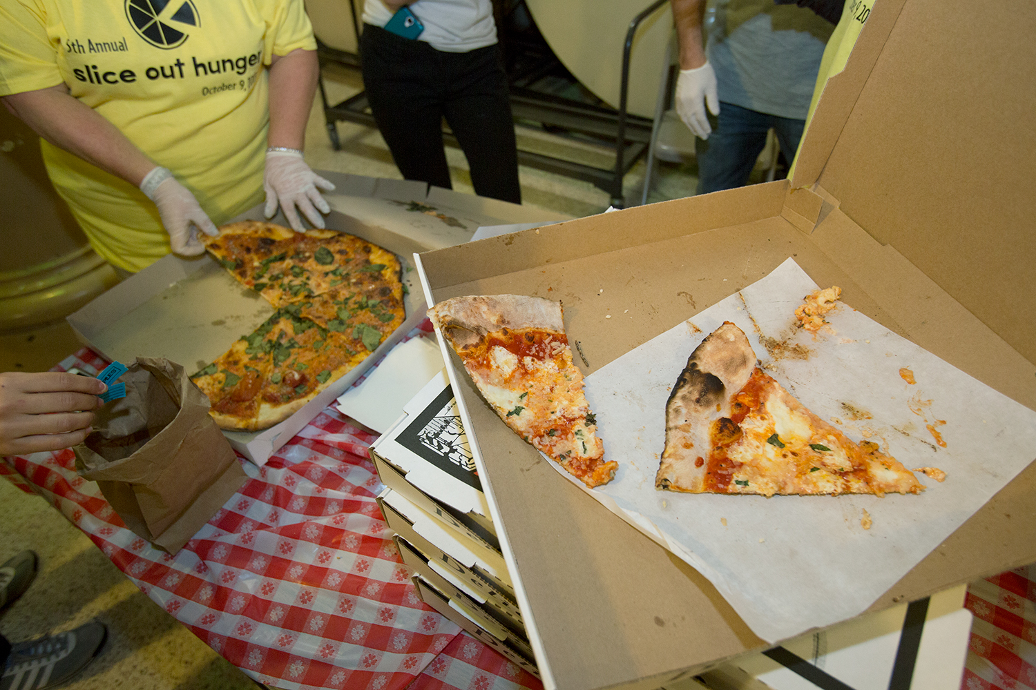 Lucali's pizza at right, Di Fara's at left. Are they similar?