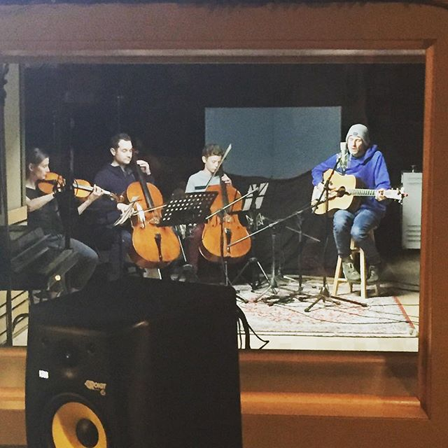 Throwing back to recording a #yxeonetakes for Shawn Mackenzie over at @raissask 👌🎻🎤