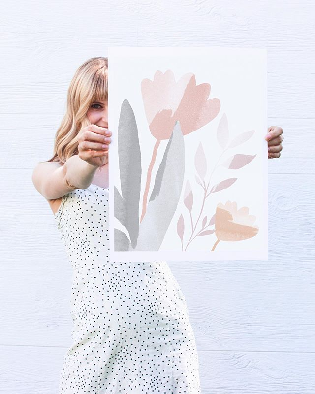 Summer is officially here, I can finally feel it. 🌞 Spruce up your home with some floral art prints available in the shop right now!