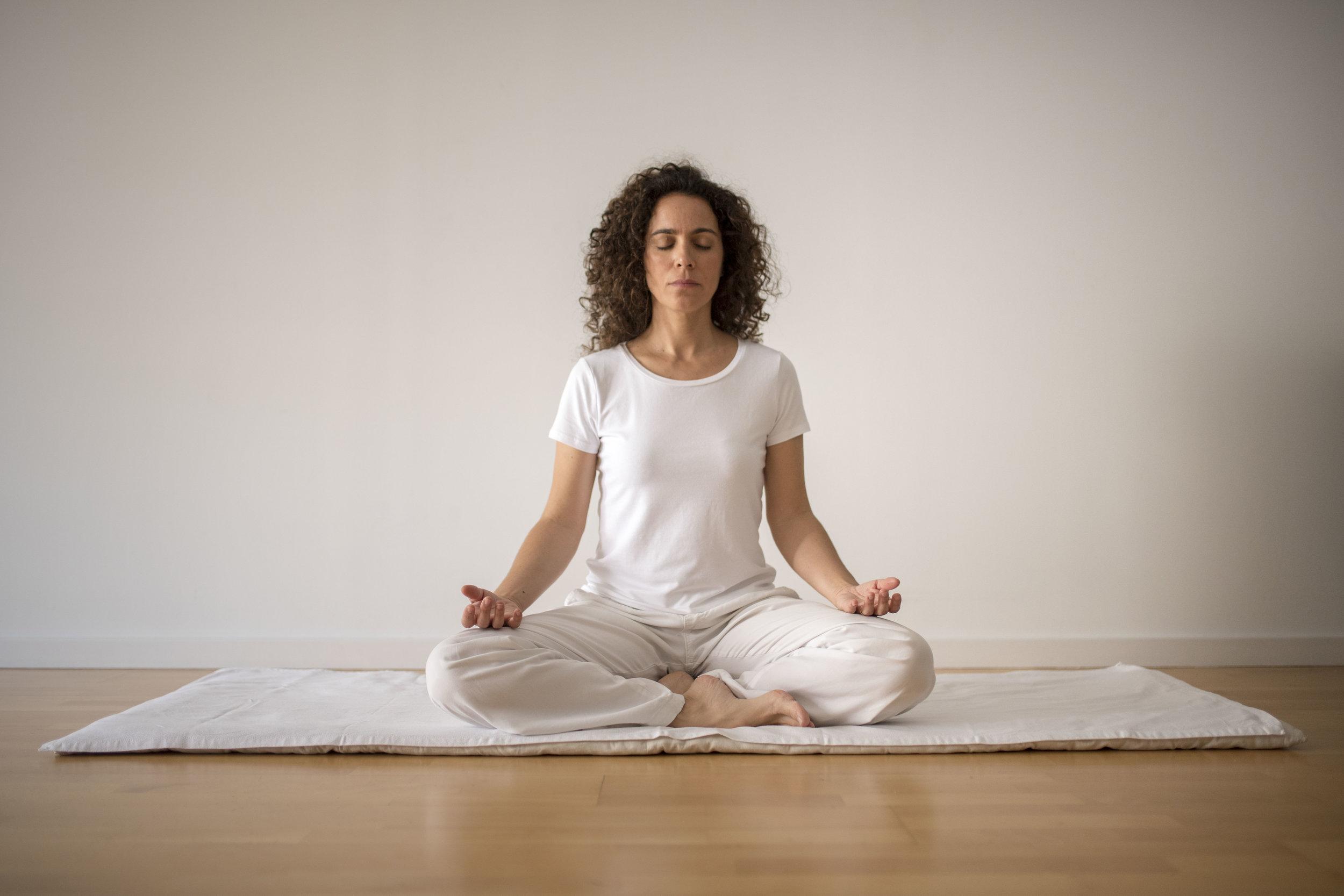El yoga ens ensenya a viure ara i aquí amb atenció plena en el moment present. -