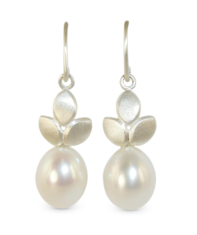 EveE1-Pearl drops-sil.jpg