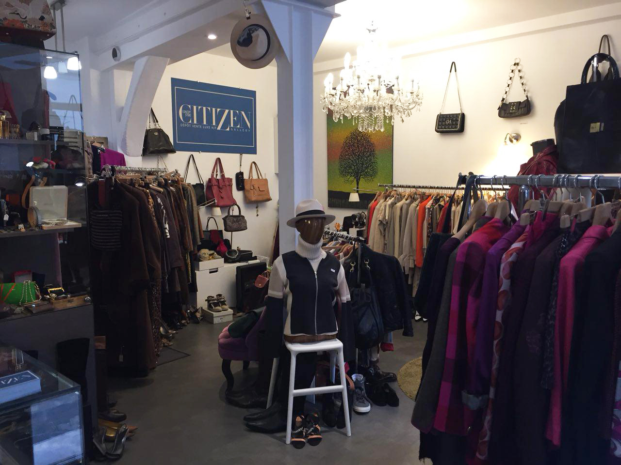 Citizen offers a good collection of designer handbags, shoes and clothes.