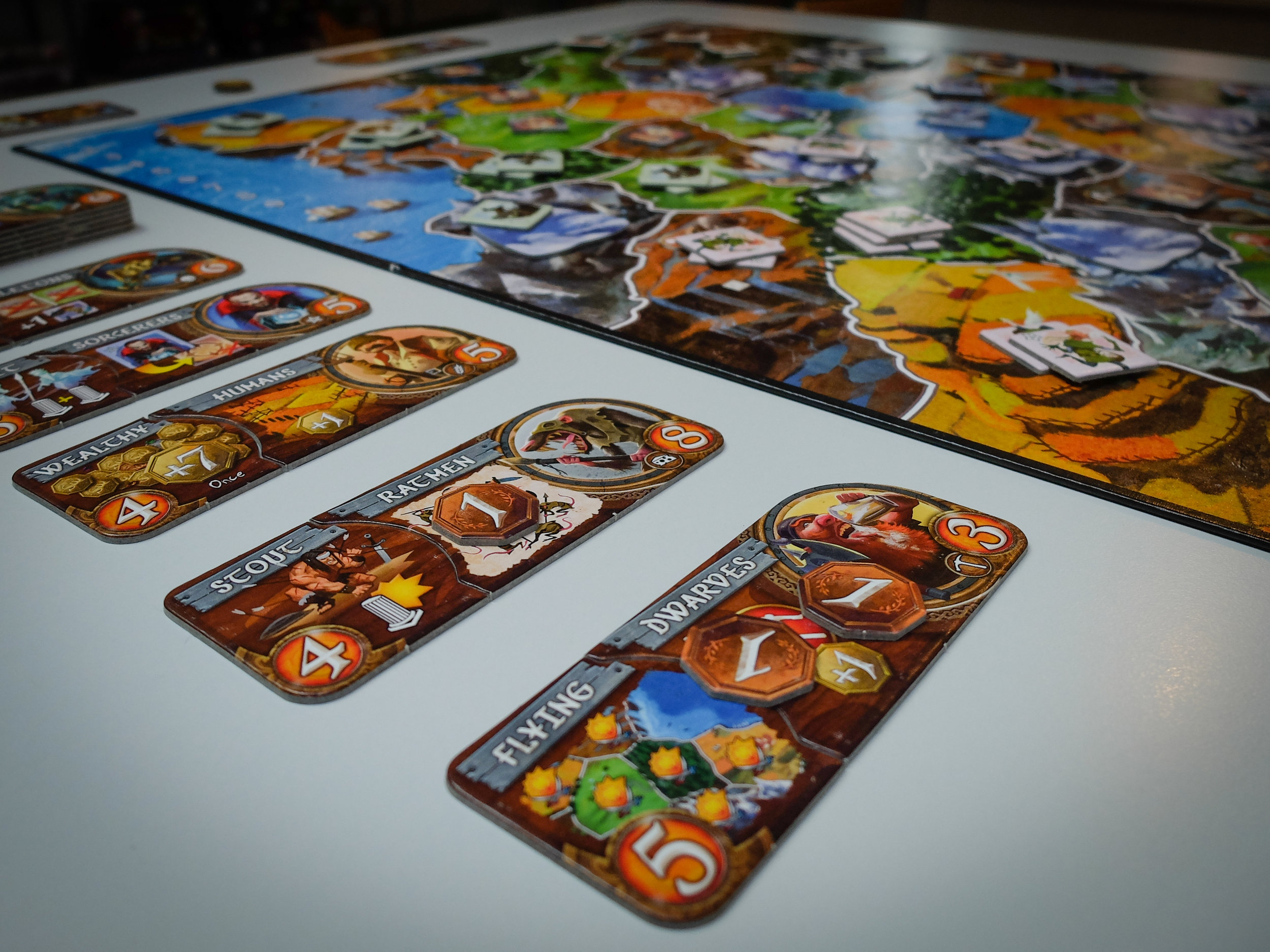 Race and power combos in Small World