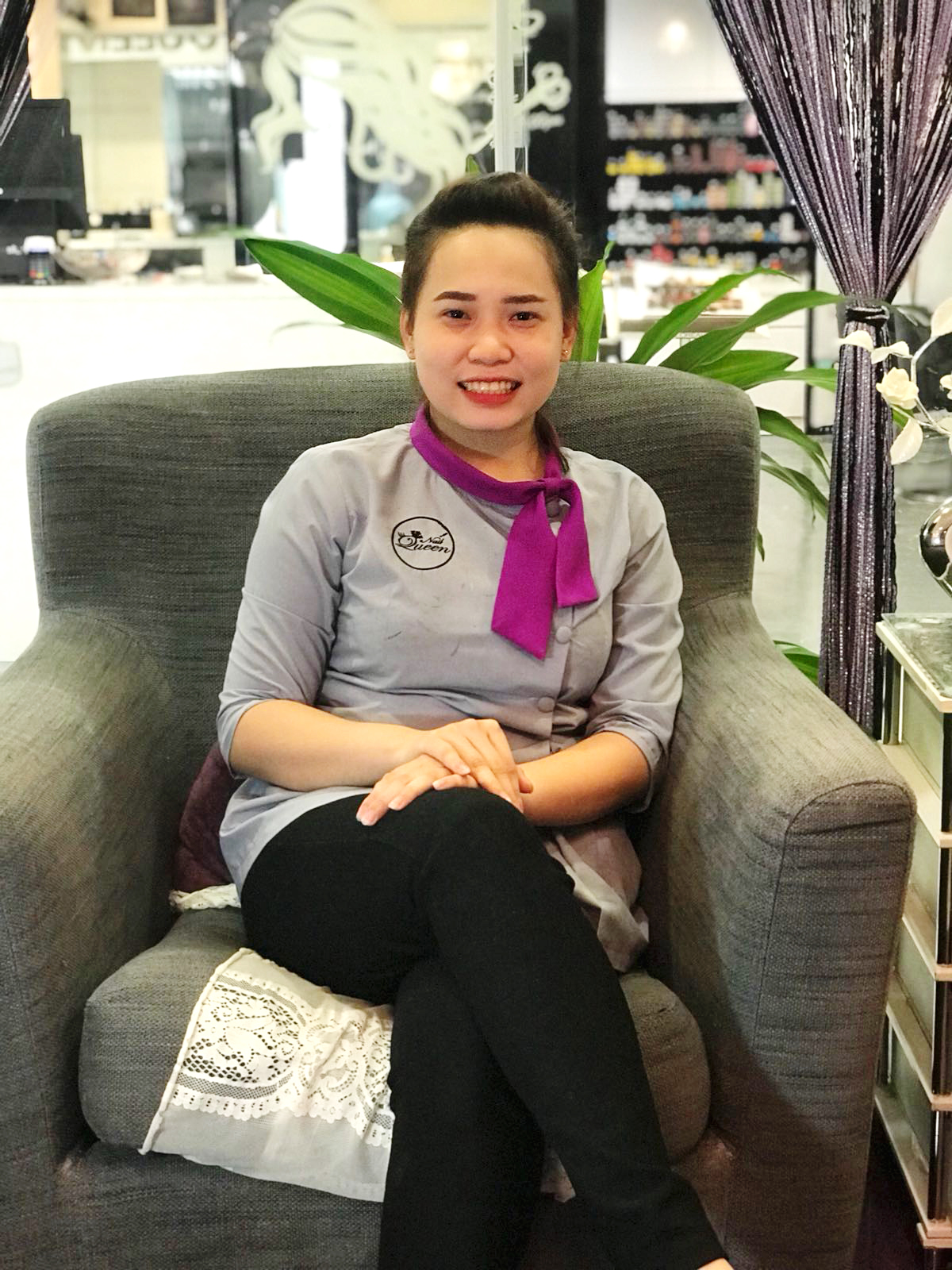 Gem - Gem, a new member of the Nail Queen Family, who joined us in June 2018, who was already well skilled from her prior experience, she is careful with her tools and you will feel safe in her hands taking care of your nail grooming. Our guests really like her courteous personality!Gem speaks Vietnamese and Mandarin.