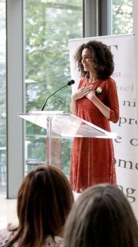 Noor Naga est une écrivaine d'Alexandrie et une hydro-organonologue amateure. Elle est née à Philadelphie, a grandi à Dubaï, a étudié à Toronto et vit actuellement au Caire, où elle mène des recherches sur la phénoménologie du son subaquatique dans le Nil.