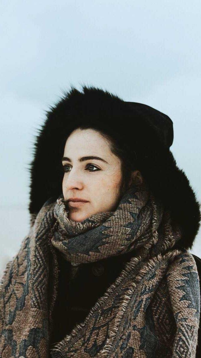 Jenny Berkel est une poètesse, chanteuse et compositrice basée à London, Ontario. Son album le plus récent s'intitule Pale Moon Kid.