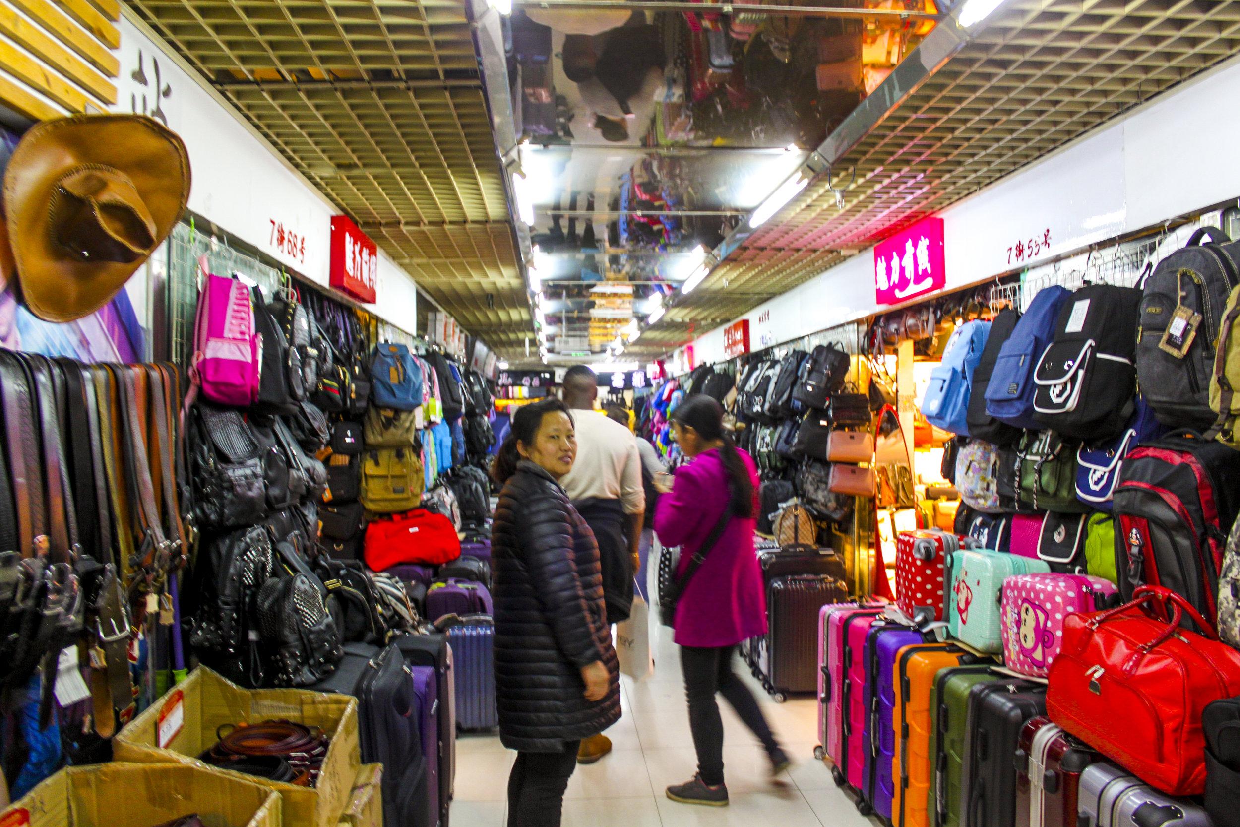tailor-made-shanghai-sightseeing-tour-qipulu-clothing-market
