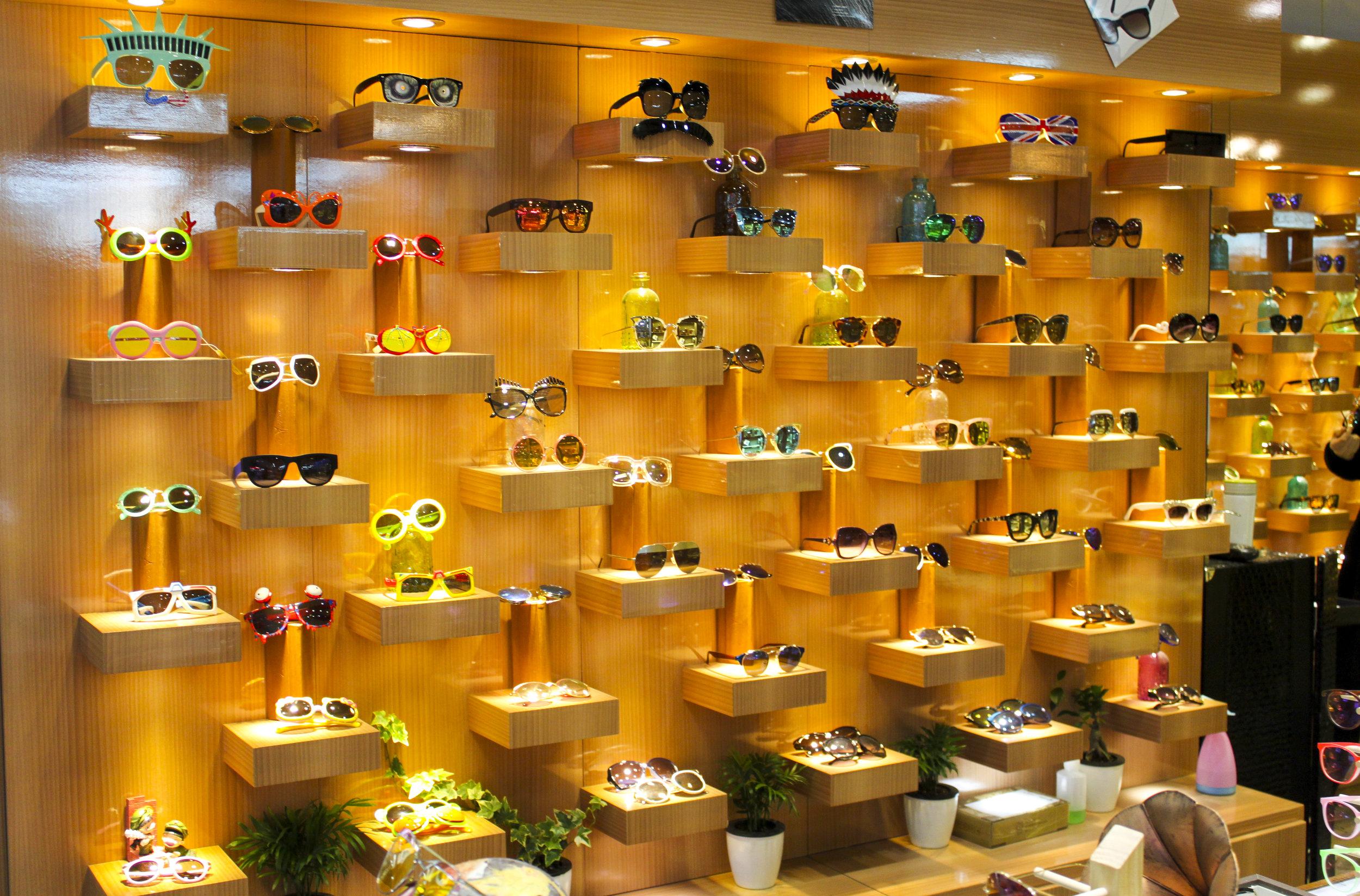 tailor-made-shanghai-sightseeing-tour-eyeglasses-market