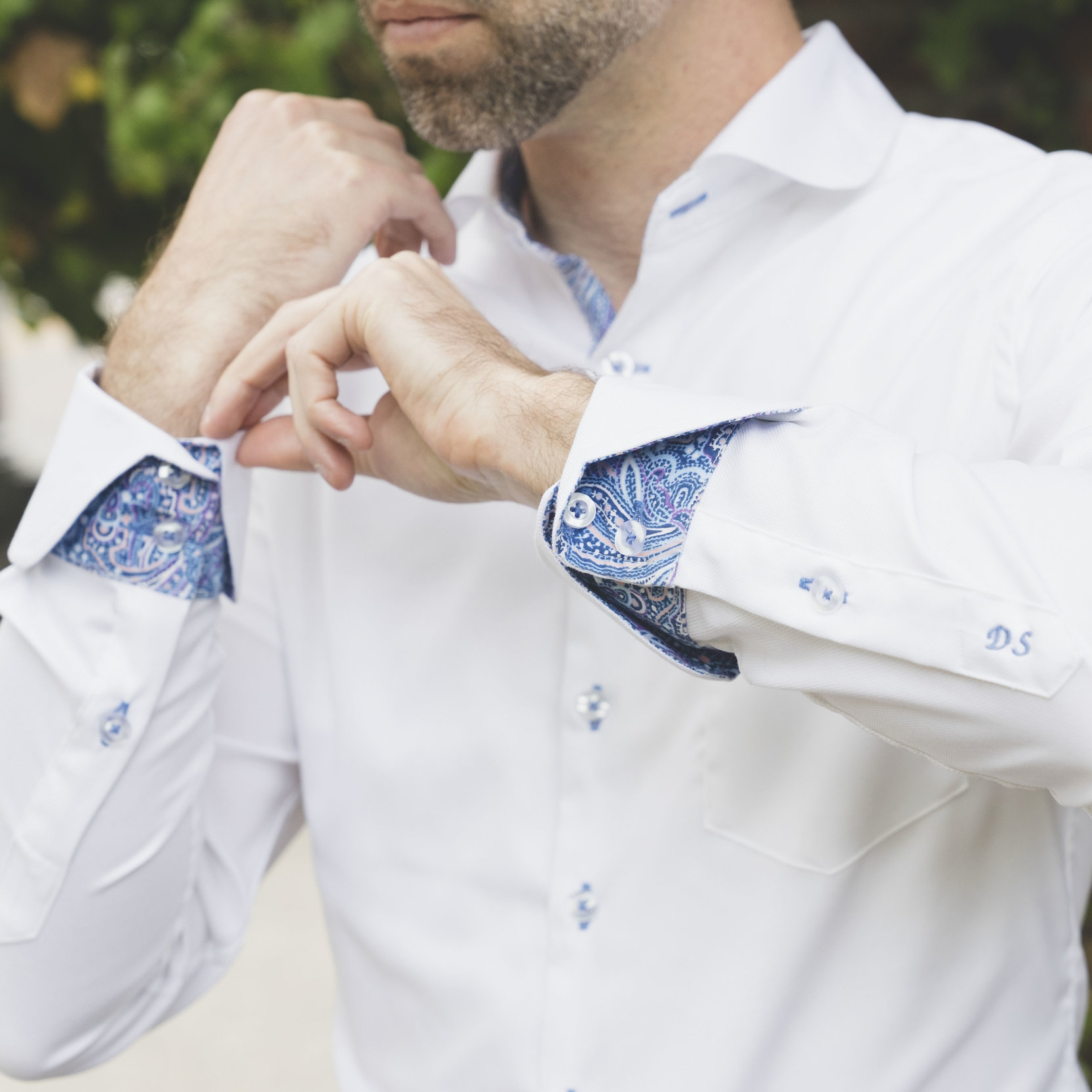 Contrasting color cuffs and placket
