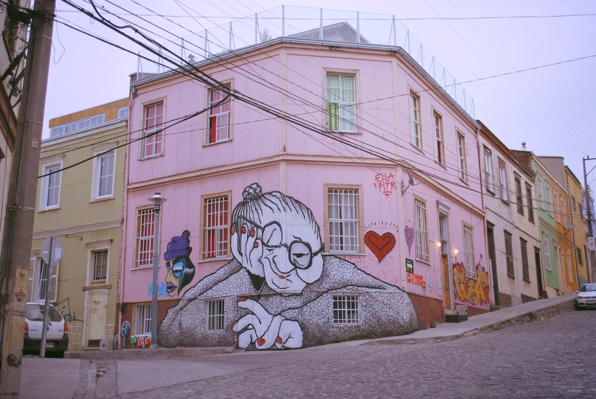 Vanheneminen ei haittaa kun on muutenkin jo ihan mummo. (Valparaíso, Chile 2016)