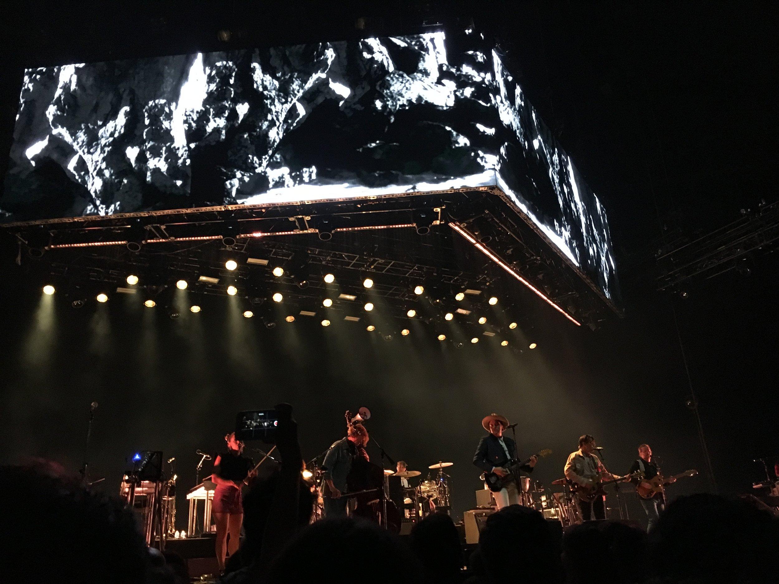 Kanadalainen indiejättiläinen Arcade Fire soitti Budapestissa Papp László -areenalla