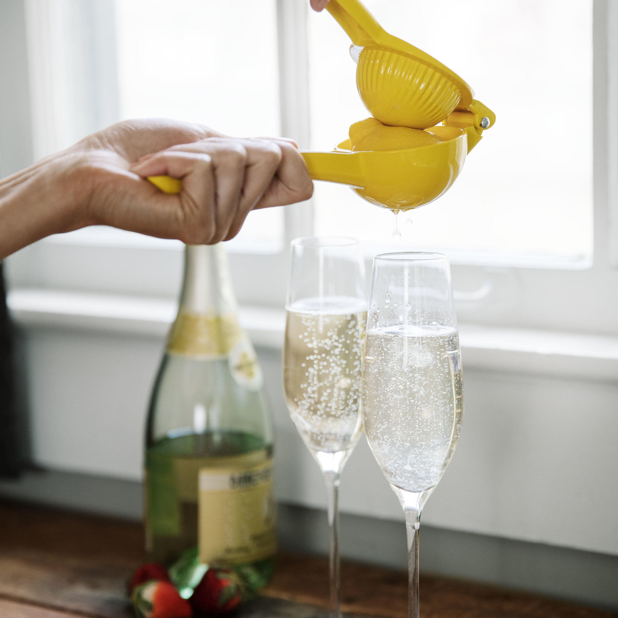 Add a splash of refreshing lemon to cocktails.