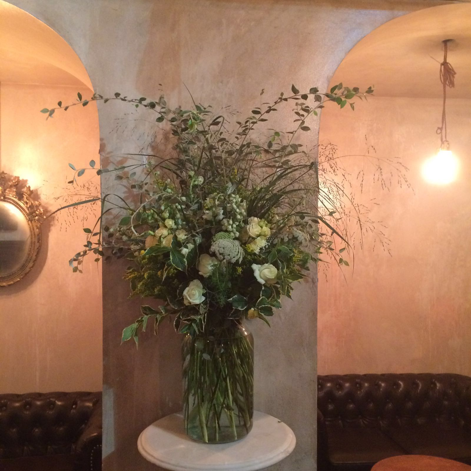 weekly vase for Private members club