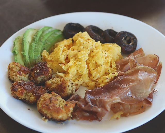 Rise and grind folks 💪🏼💪🏼 we've got some scrambled eggs, sautéed mushrooms, lightly cooked prosciutto,  cauli tots and of course the avocado 🥑 🍳 🍄 😋 #ketobreakfast #cauliflower  #thefatbody . . . . . . . . . #keto #ketogenicdiet #lchf #ketogenic #ketorecipes  #lowcarb #lowcarbhighfat #loseweight #dietfood #ketogoals #ketofam #lowcarblife #liveprimal #ketoweightloss #sugarfree #healthyeating #ketofam #ketocommunity #ketosis #ketorecipes #fatbody #ketogeniclifestyle #lowcarblifestyle