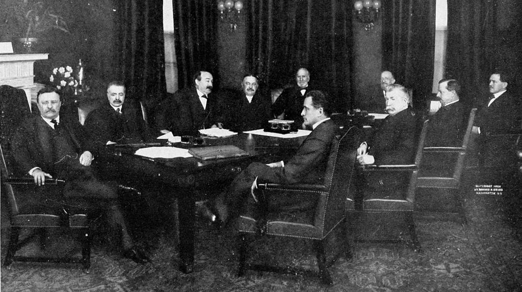 Theodore_Roosevelt_outgoing_cabinet.jpg