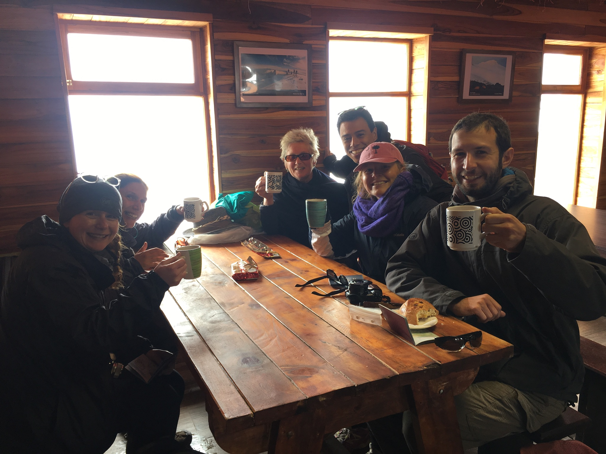 We made into the Refuge! Drinking our hot chocolate and Coca Tea.