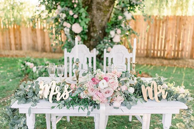 Still loving this sweetheart table from Kaitlyn & Blake's summer wedding last year 😍 I'm so excited for all the wedding fun 2019 will bring! ❤️