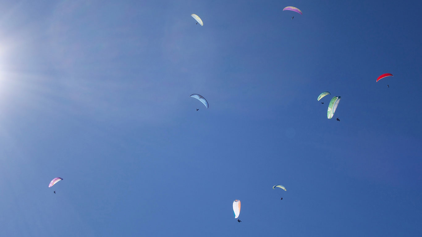 New-England-Paragliders-Converge-on-Valle-de-Bravo-Mexico-2017-blue-sky-gaggle.jpg