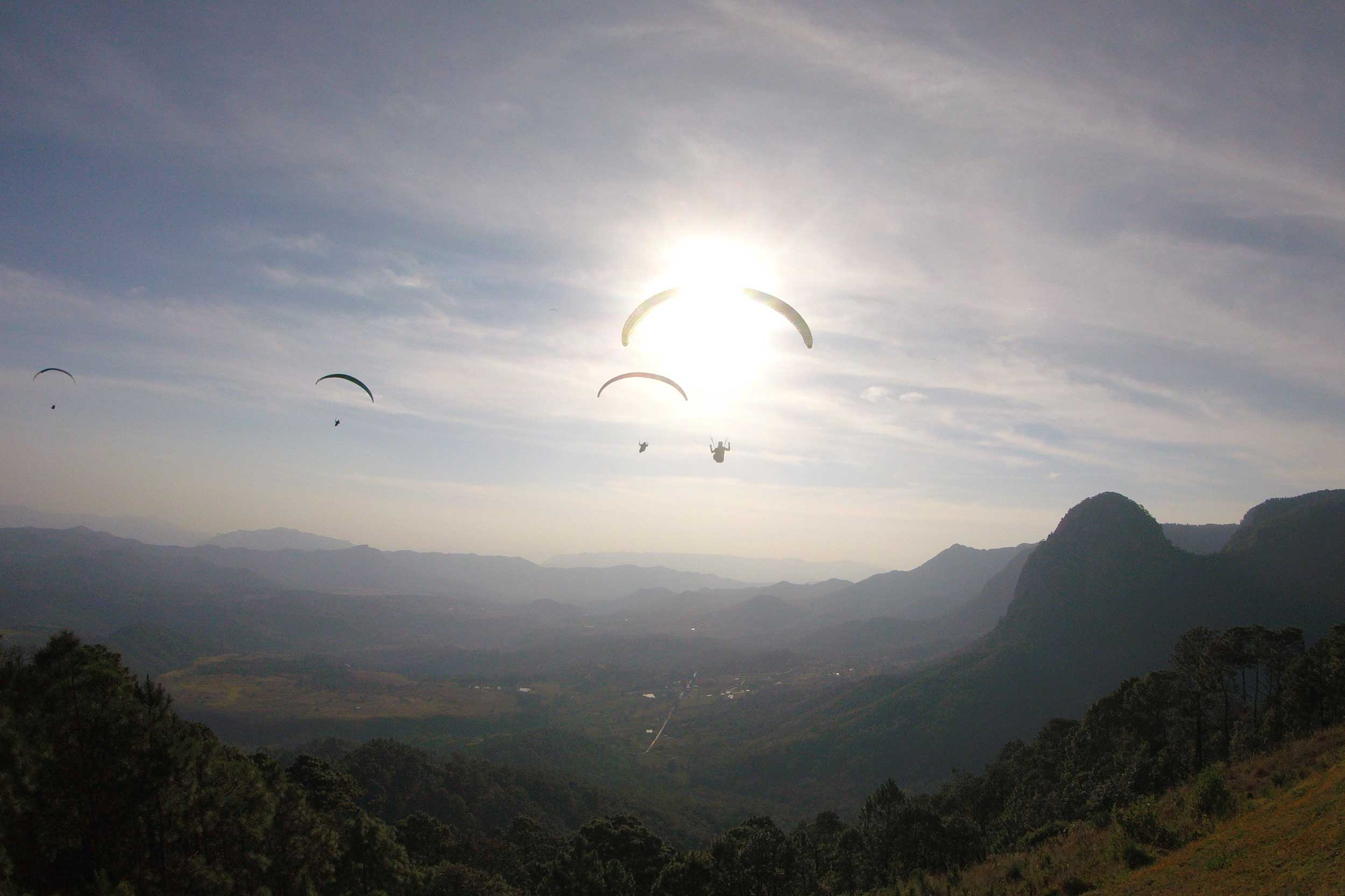 Paraglide-New-England-Trips-Valle-de-Bravo-Mexico-Gallery-Sunset-Launch-Silhouette.jpg