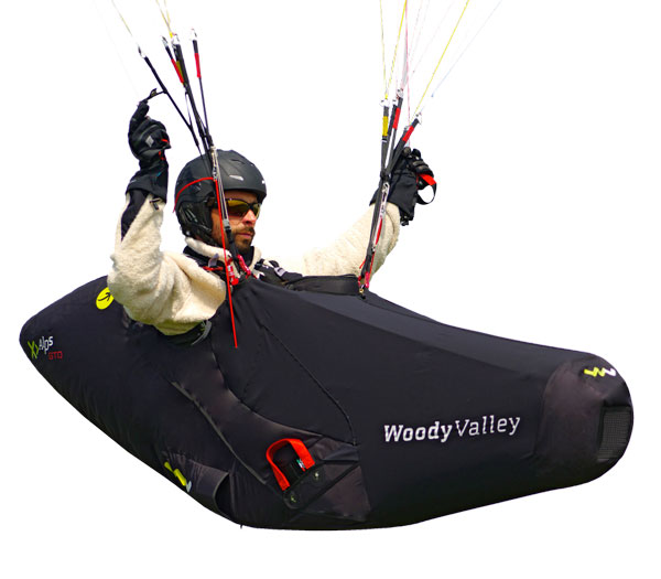 Shoulder-strap and chest-strap adjustment can be performed in flight.