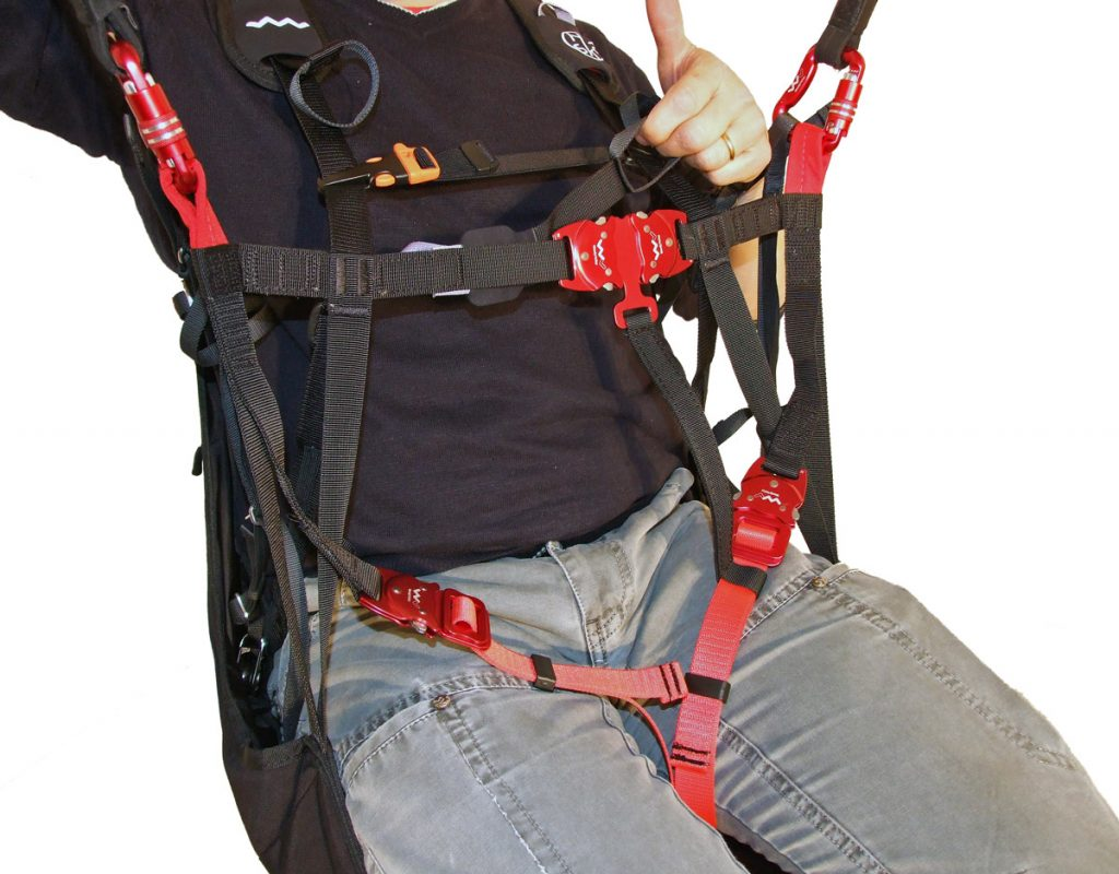 Available with T-Lock strap certified in accordance with LTF regulations