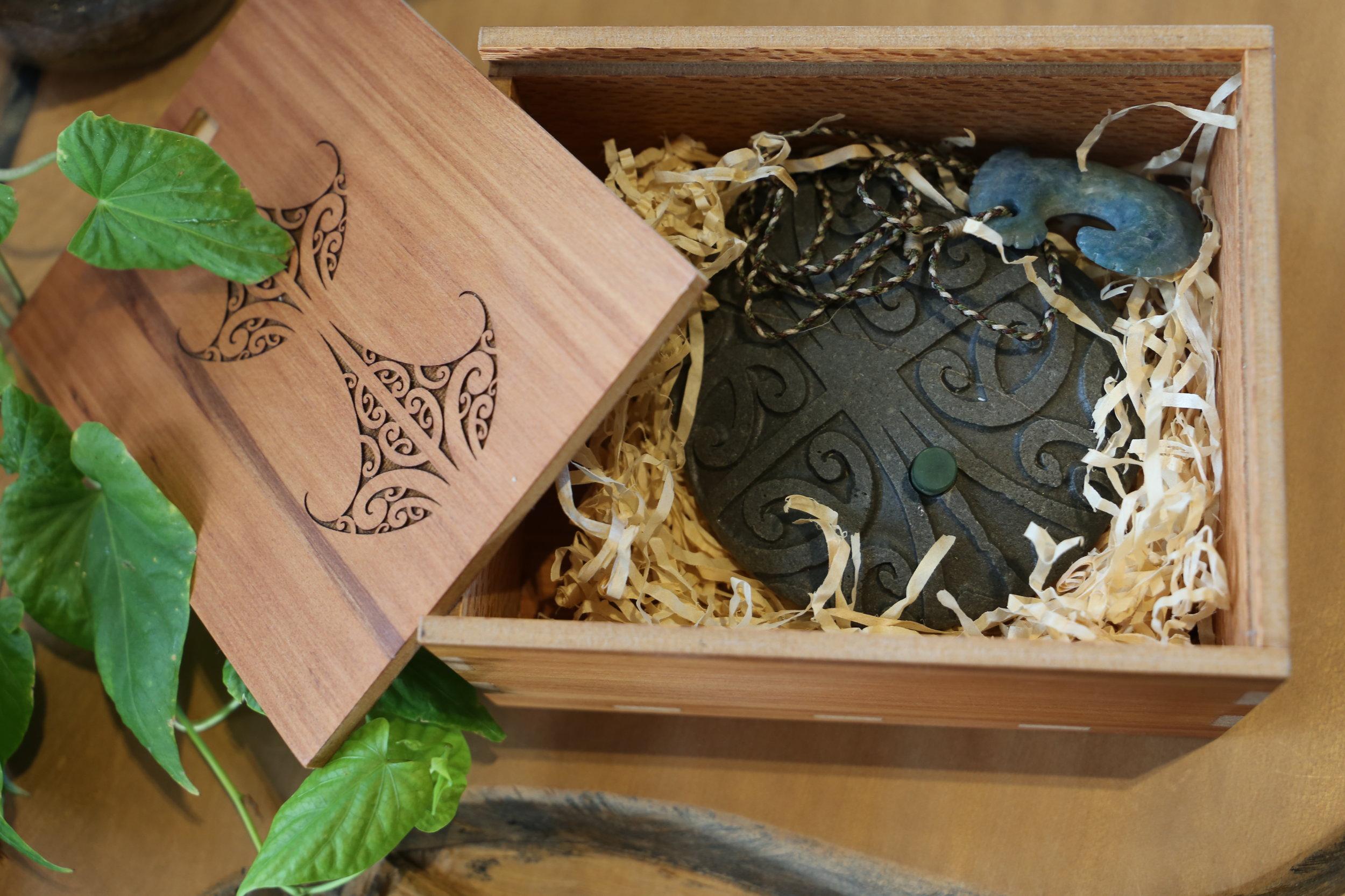 The Kahui Whetu presented to Dr Menzies. Photo credit: Mapihi Martin-Paul, Nga Aho.