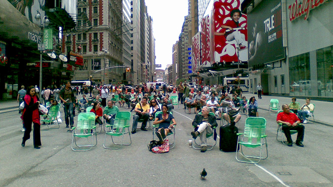 Times Square Lawn Chairs - 2009 -  Image Credit | andresmh
