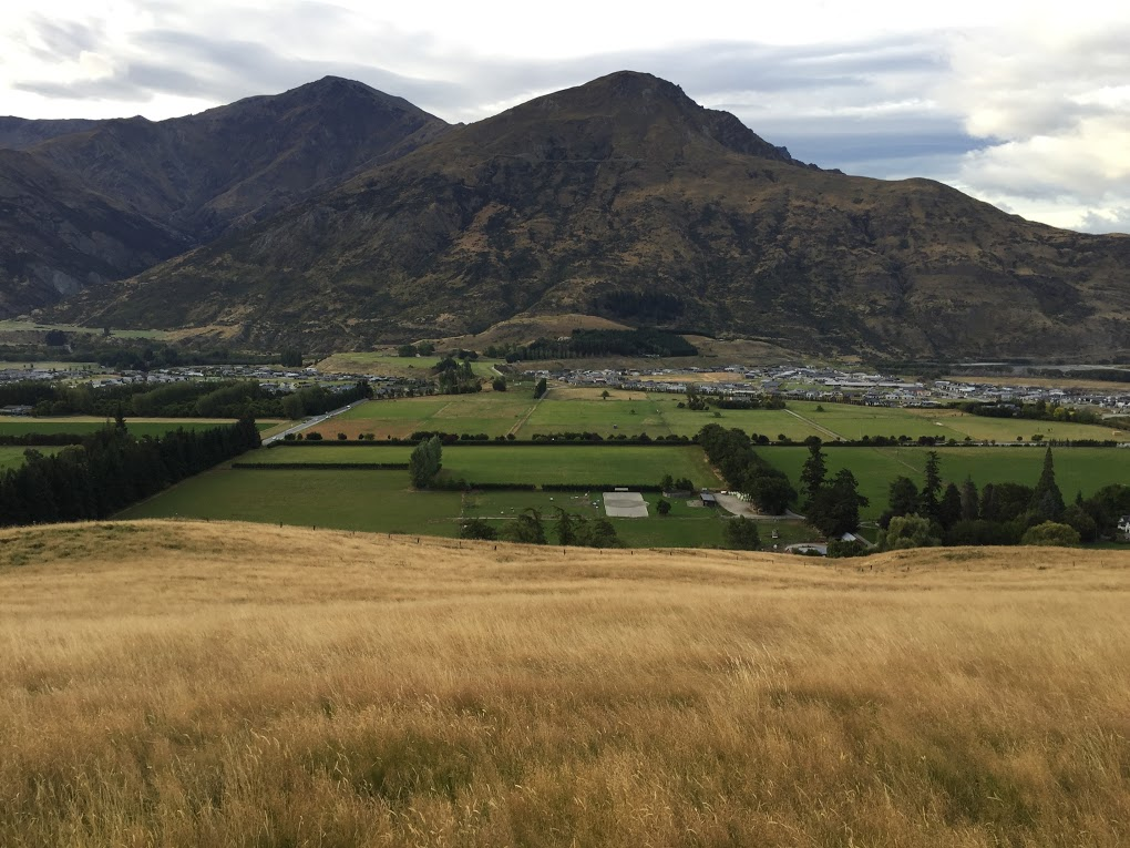 Ladies Mile is next to Lake Hayes Estate and Shotover Country.