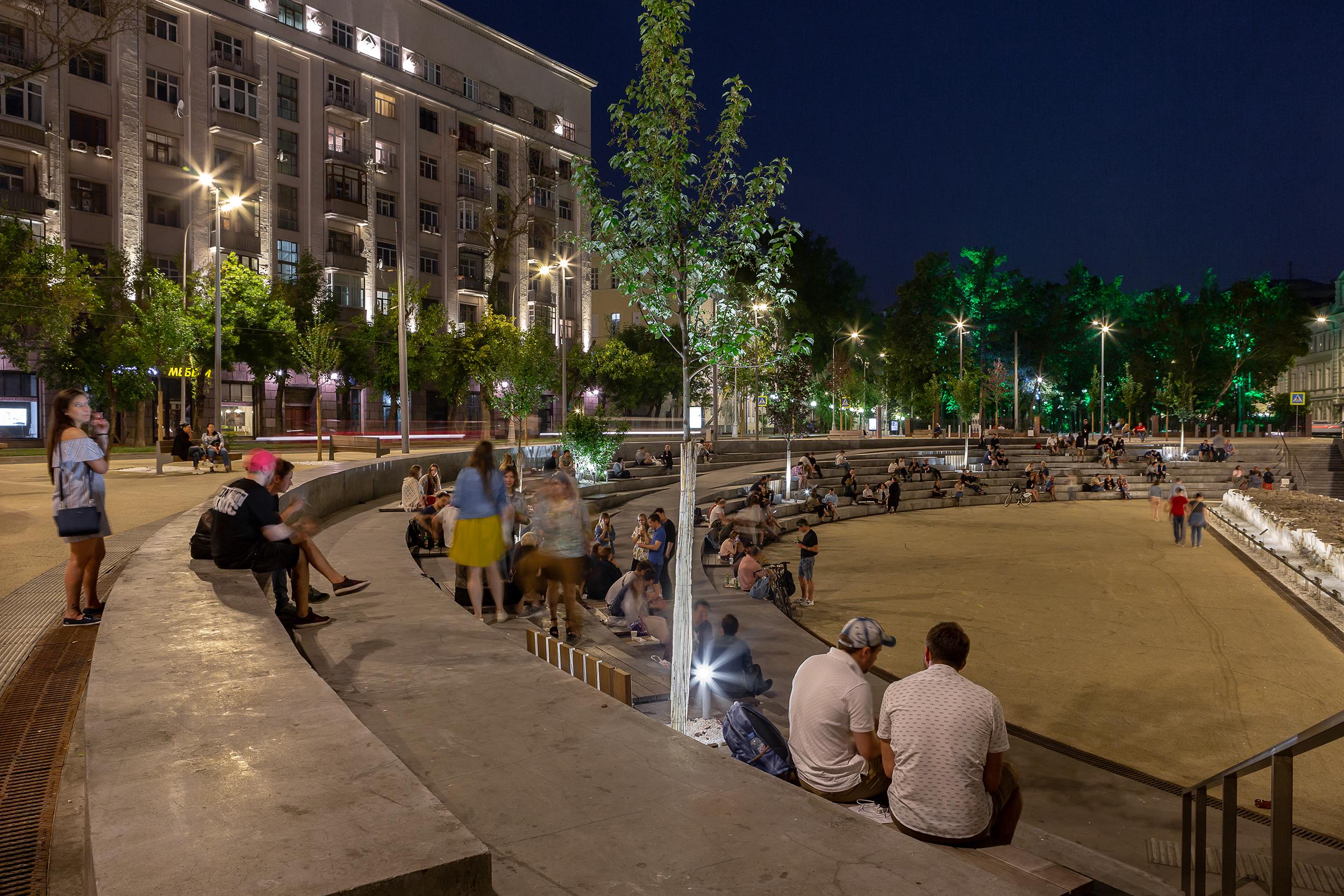 Khokhlovskaya Square by night. Photo credit - Olga Alexeyenko.
