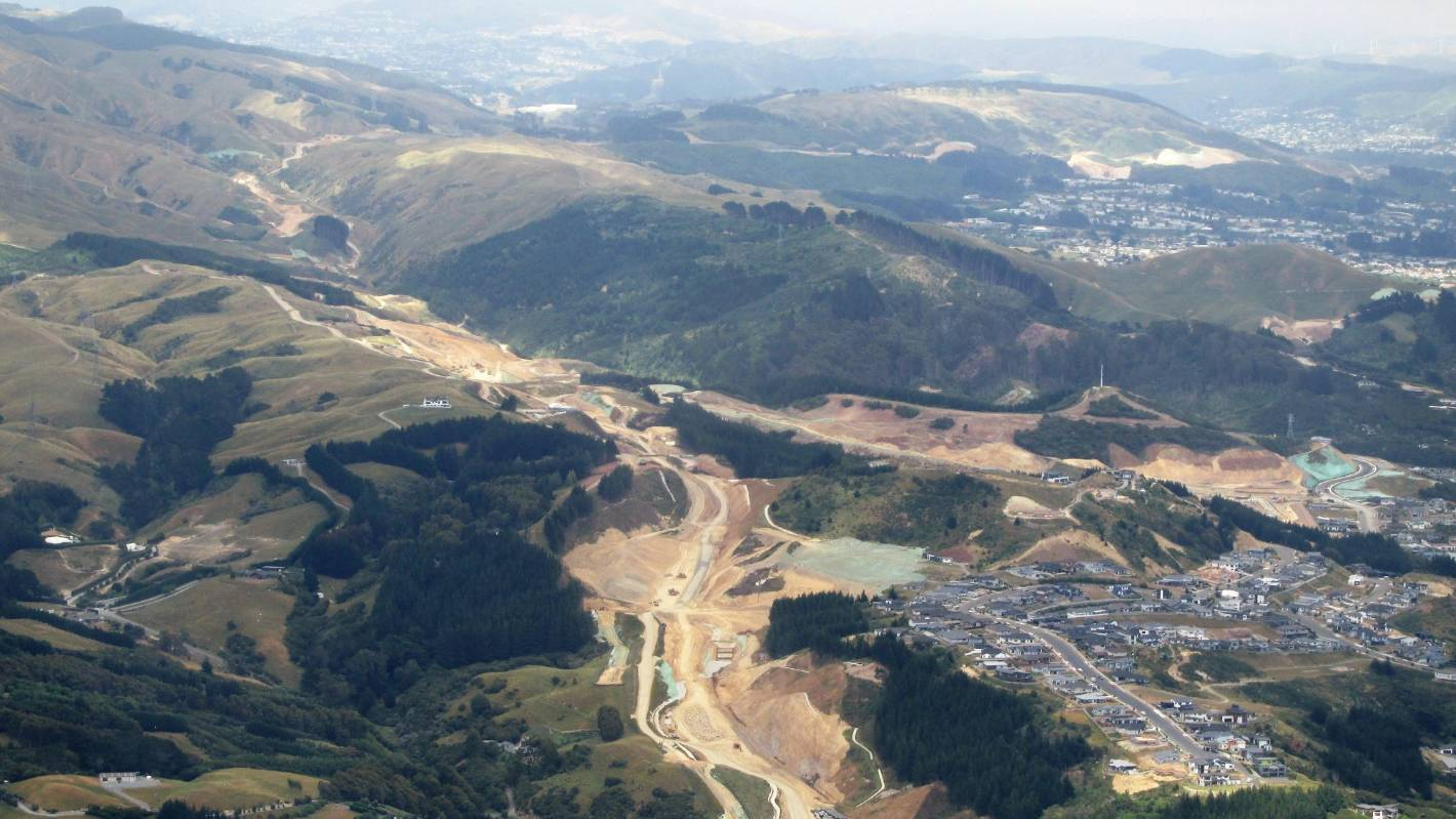 Transmission Gully and new subdivision. Image credit - Leo Cooney - Manawatū Aviation Club