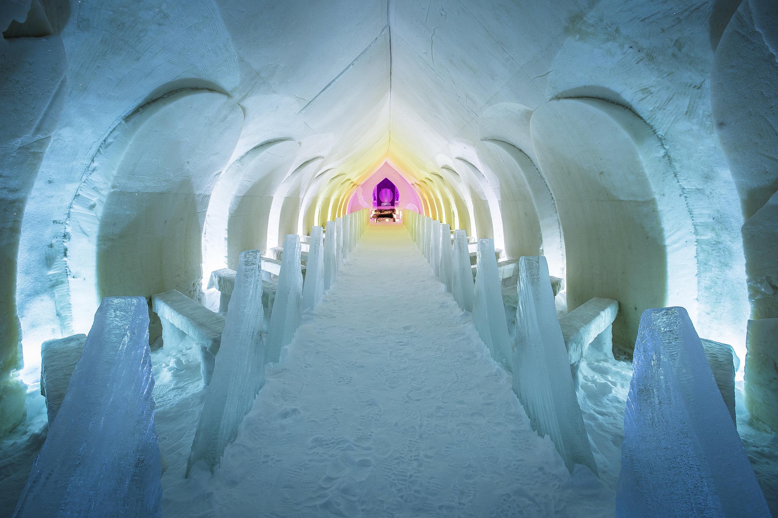 The chapel at Rovaniemi's snow hotel. Copyright: ©Visit Rovaniemi (Rovaniemi Tourism & Marketing Ltd.