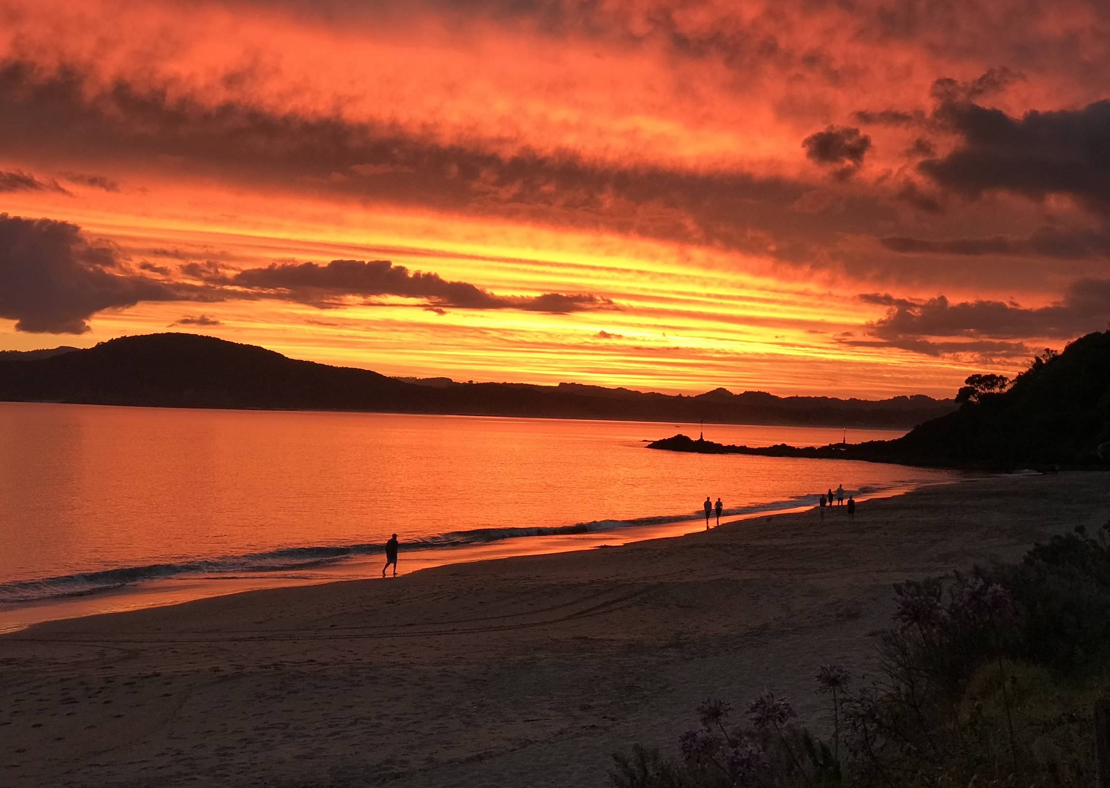 A January sunset at Wellingtons Bay, Northland.
