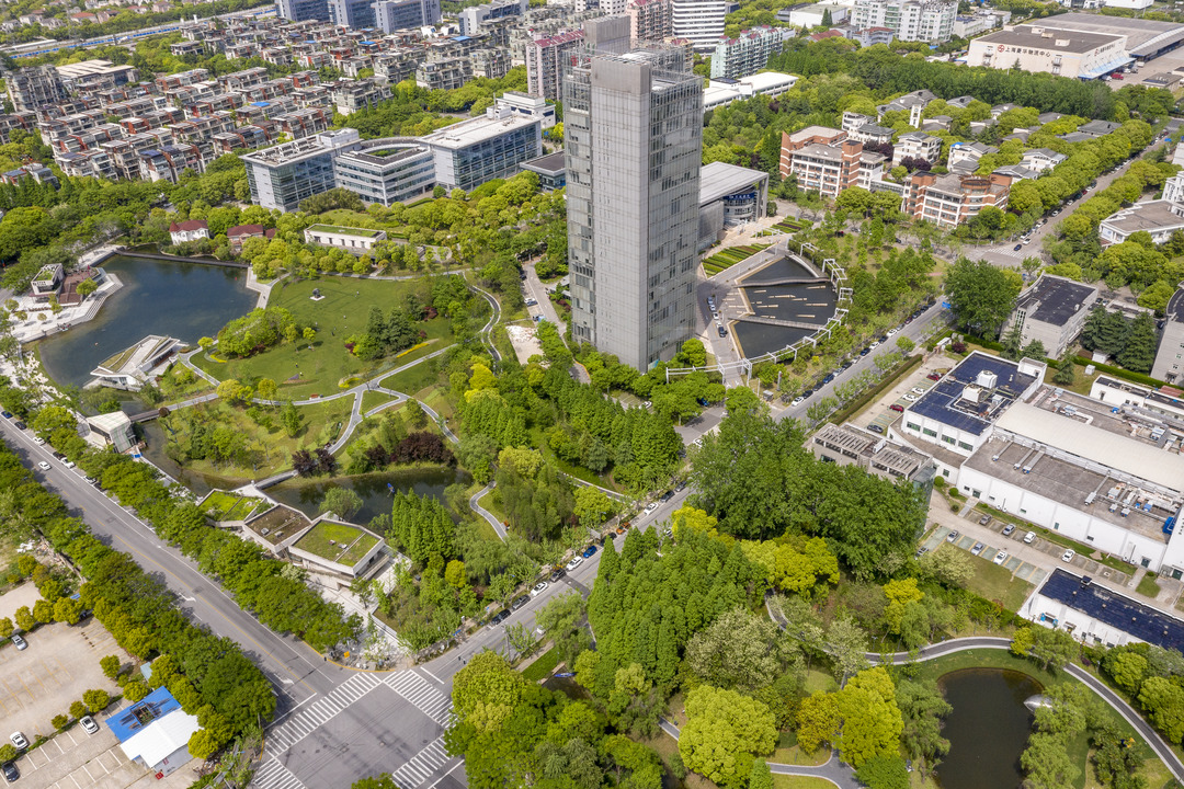West 8 has combined two separate parks into one cohesive space