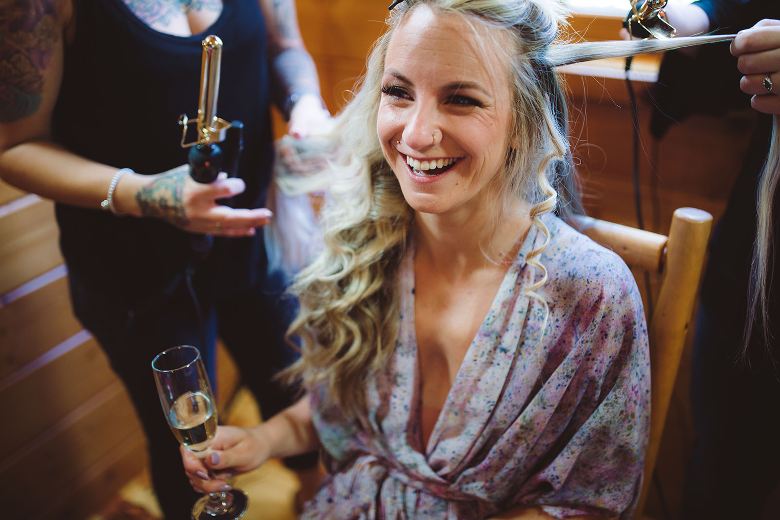 This is what a relaxed Bride looks like on her wedding day! Captured by  Marnie Cornell Photography