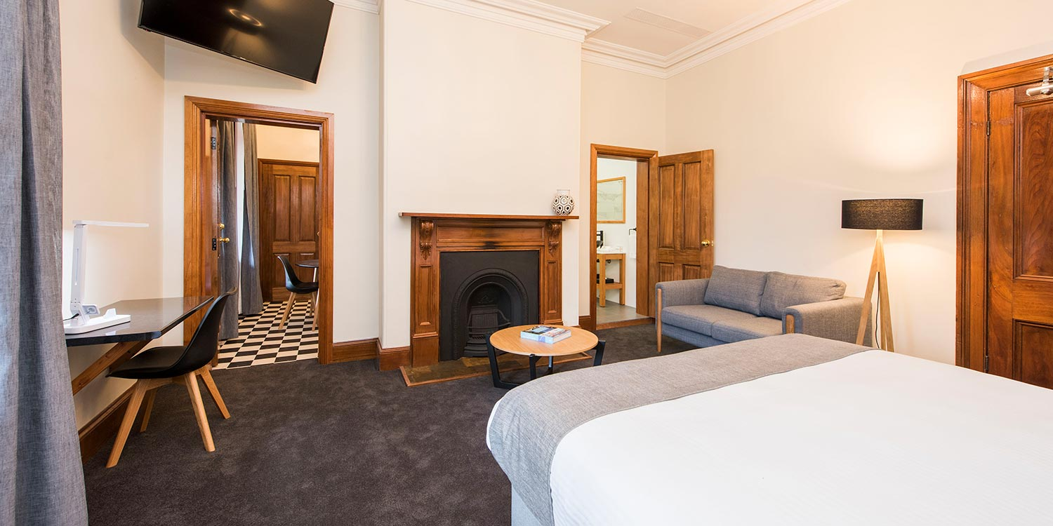 Mudgee Elegance - The Parkview Hotel 2 nights accommodation, return flights, return airport transfers and a full day wine tour.ex Sydney or TareeStarting from $479 per person twin share.★★★★★