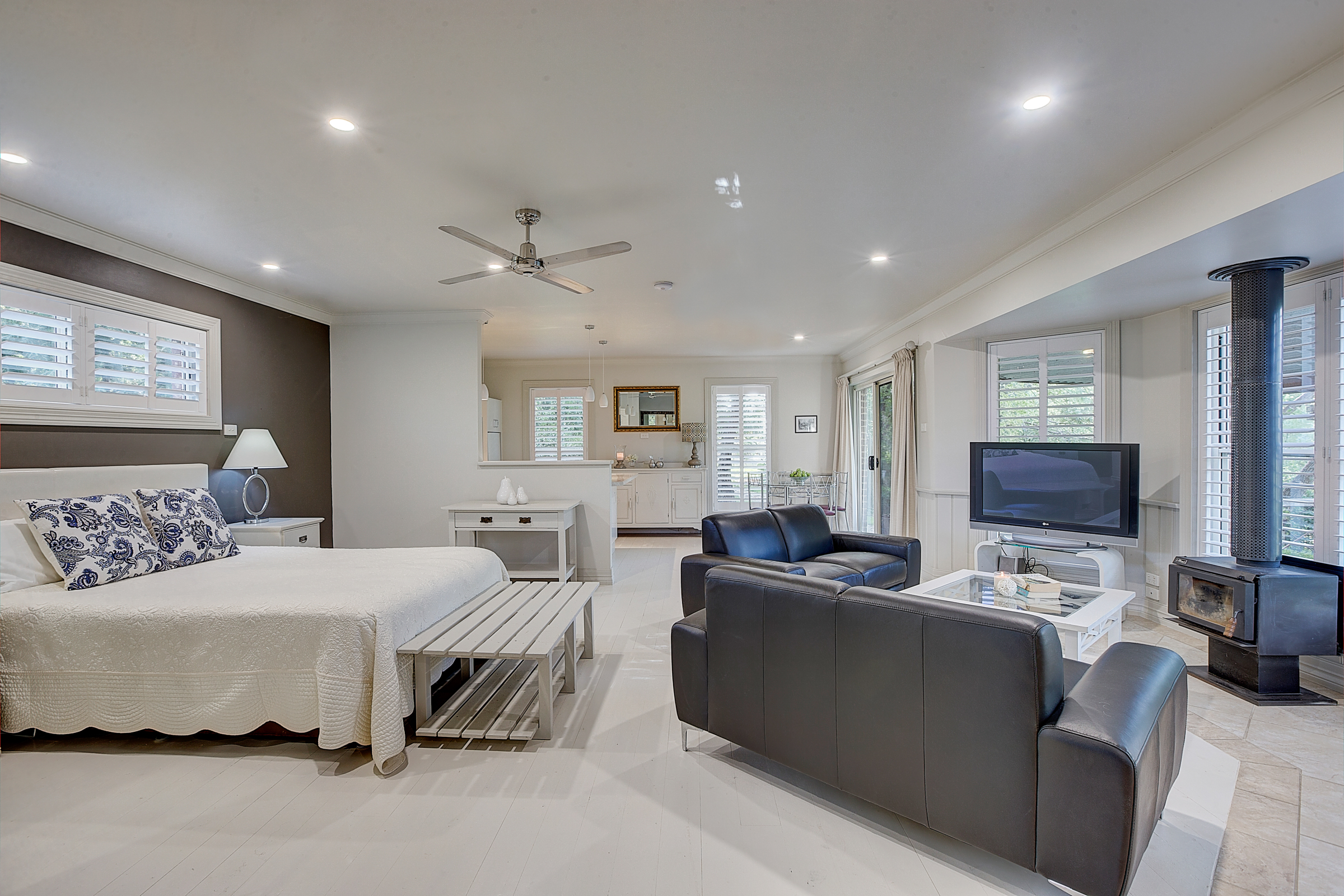 Mudgee Luxury - Evanslea Boutique Cottage 2 nights accommodation, return flights, breakfast and return airport transfers.ex Sydney or TareeStarting from $489 per person twin share.★★★★★