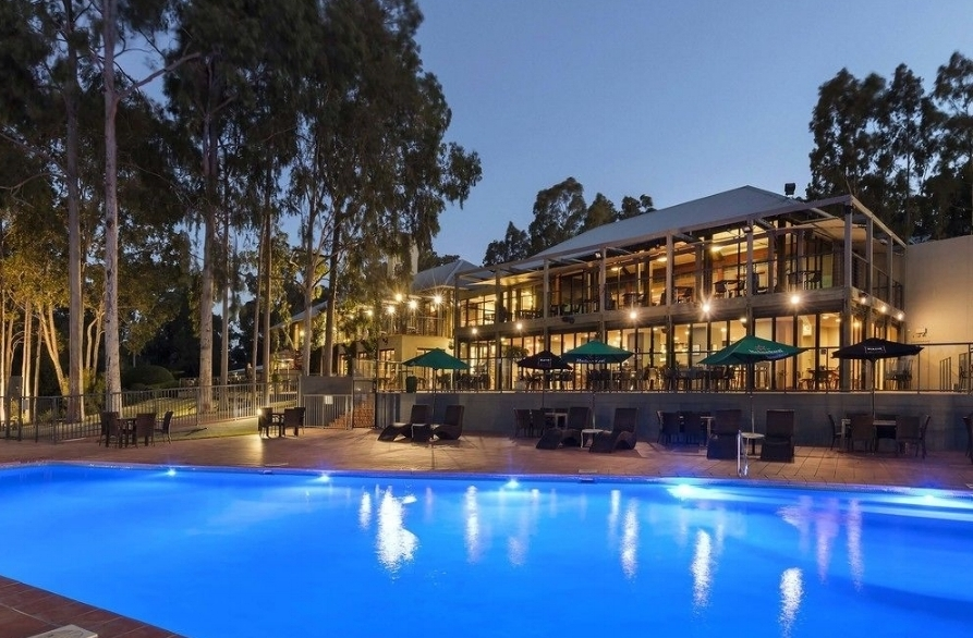 Oaks Cypress Lakes - Oaks Cypress Lakes Resort 2 nights accommodation in a one bedroom apartment, return airfares.ex Ballina, Dubbo, Canberra or AdelaideStarting from $398*per person twin share★★★★