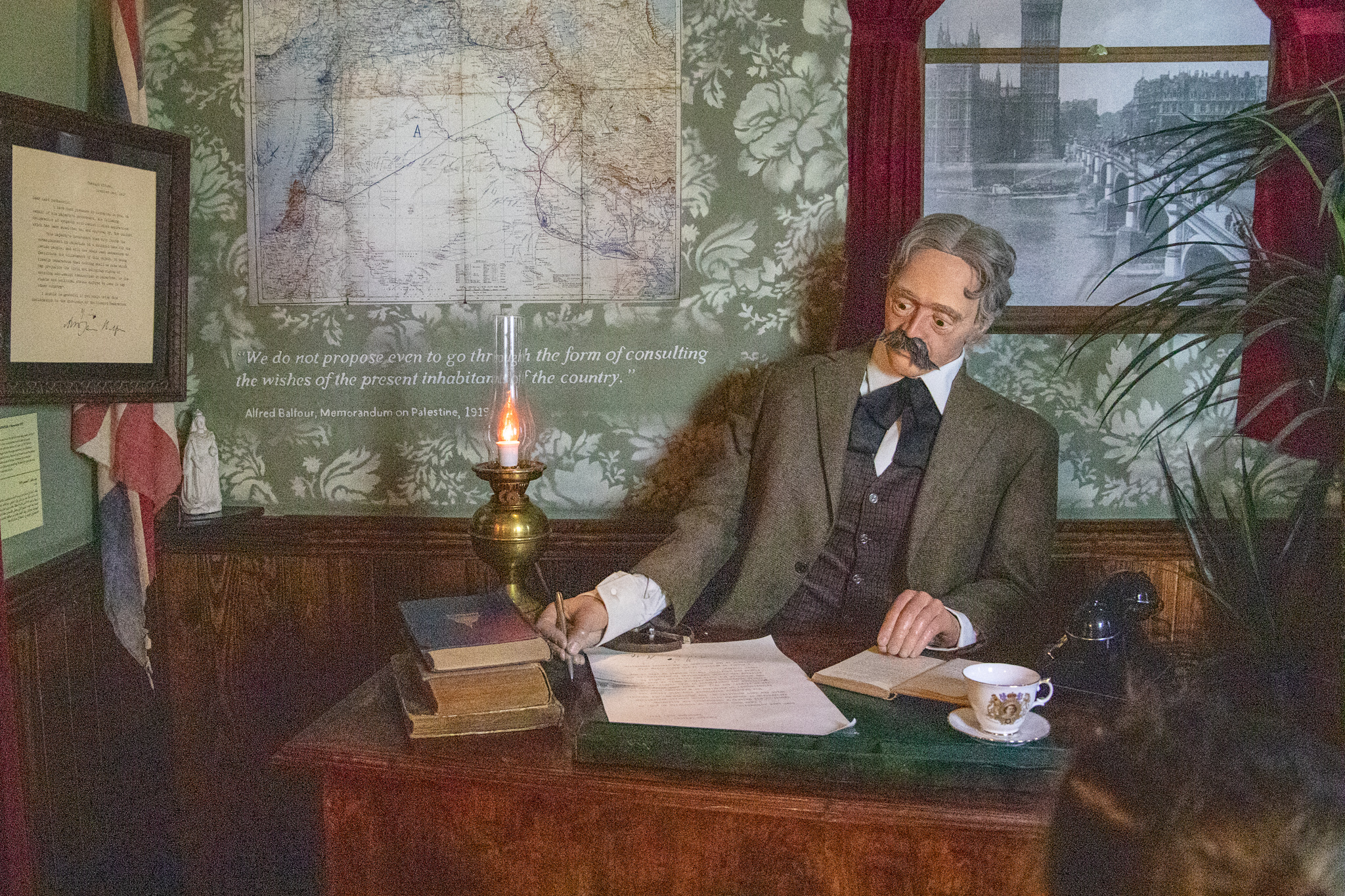 Mechanical Arthur Balfour signing a replica of the Balfour declaration at Museum entrance