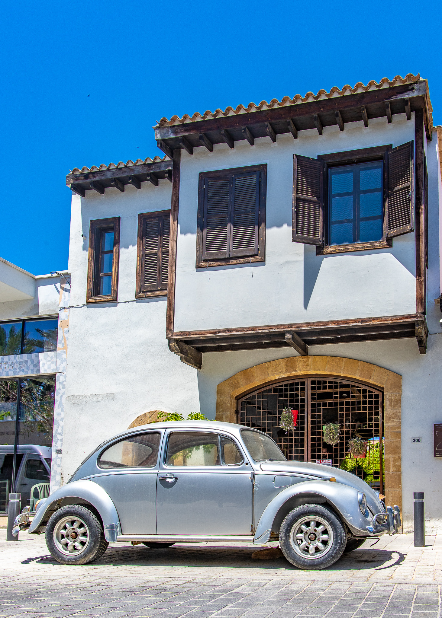 Funky buildings and cars - who would've thought such a thing existed in Cyprus