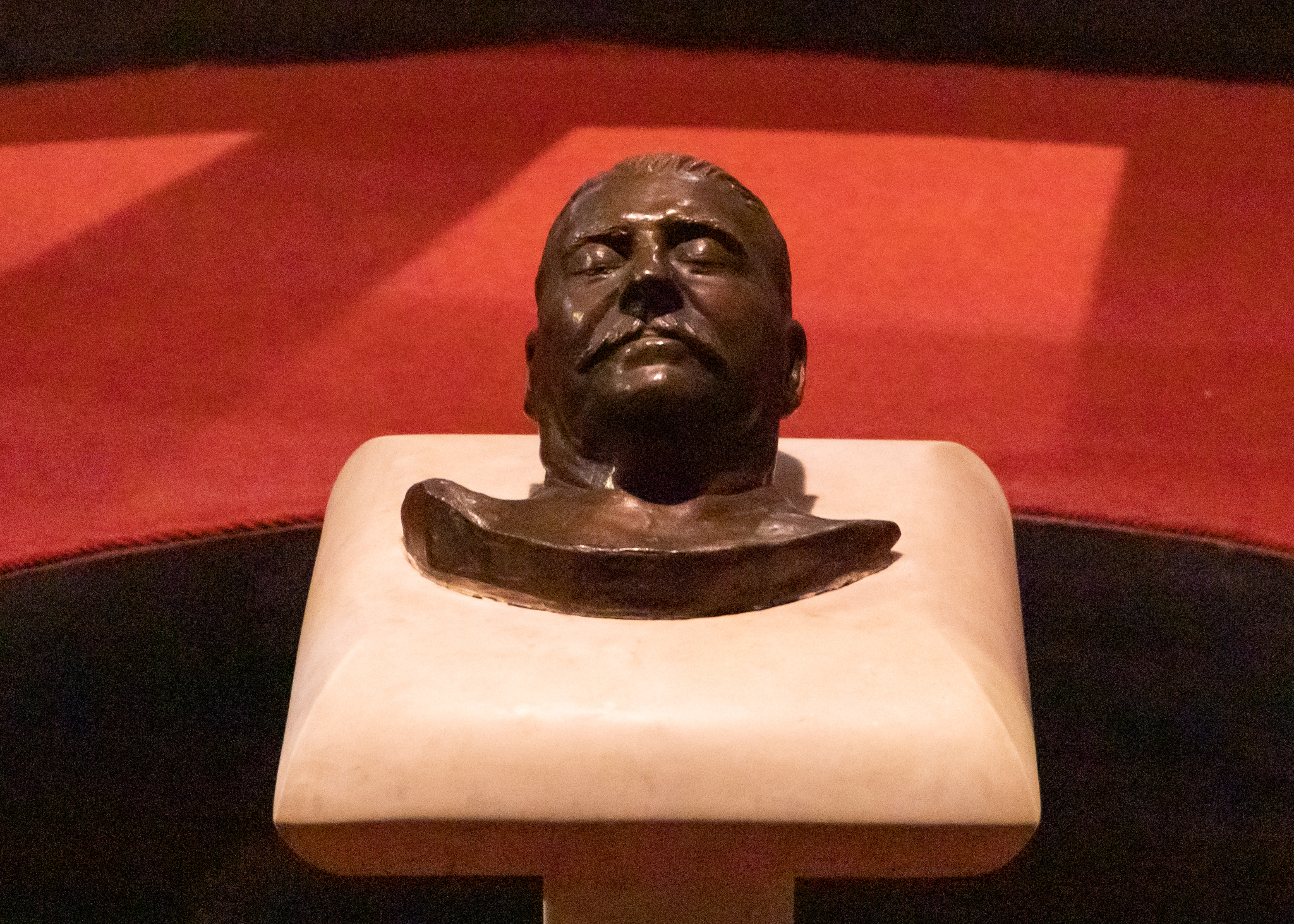 The death mask looks a bit like chocolate in this picture!